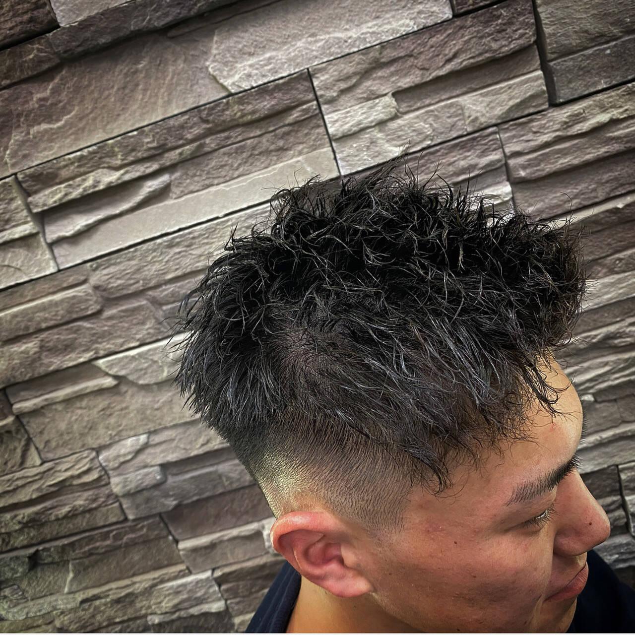 メンズヘア フェードカット メンズ ツイストヘアスタイルや髪型の写真・画像