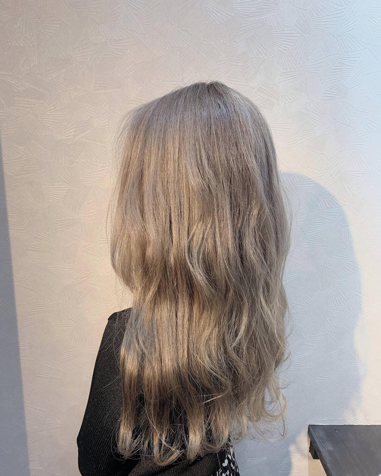 ホワイトブリーチ ホワイトグレージュ ガーリー ホワイトベージュヘアスタイルや髪型の写真・画像