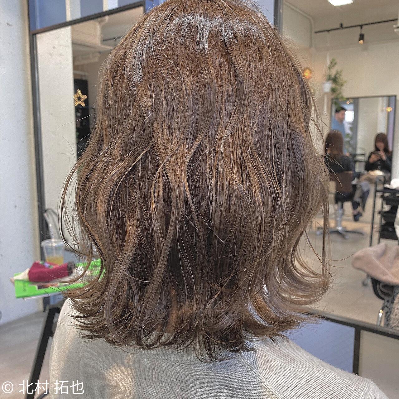 シアーベージュ ミルクティーグレージュ ナチュラル 外ハネボブヘアスタイルや髪型の写真・画像