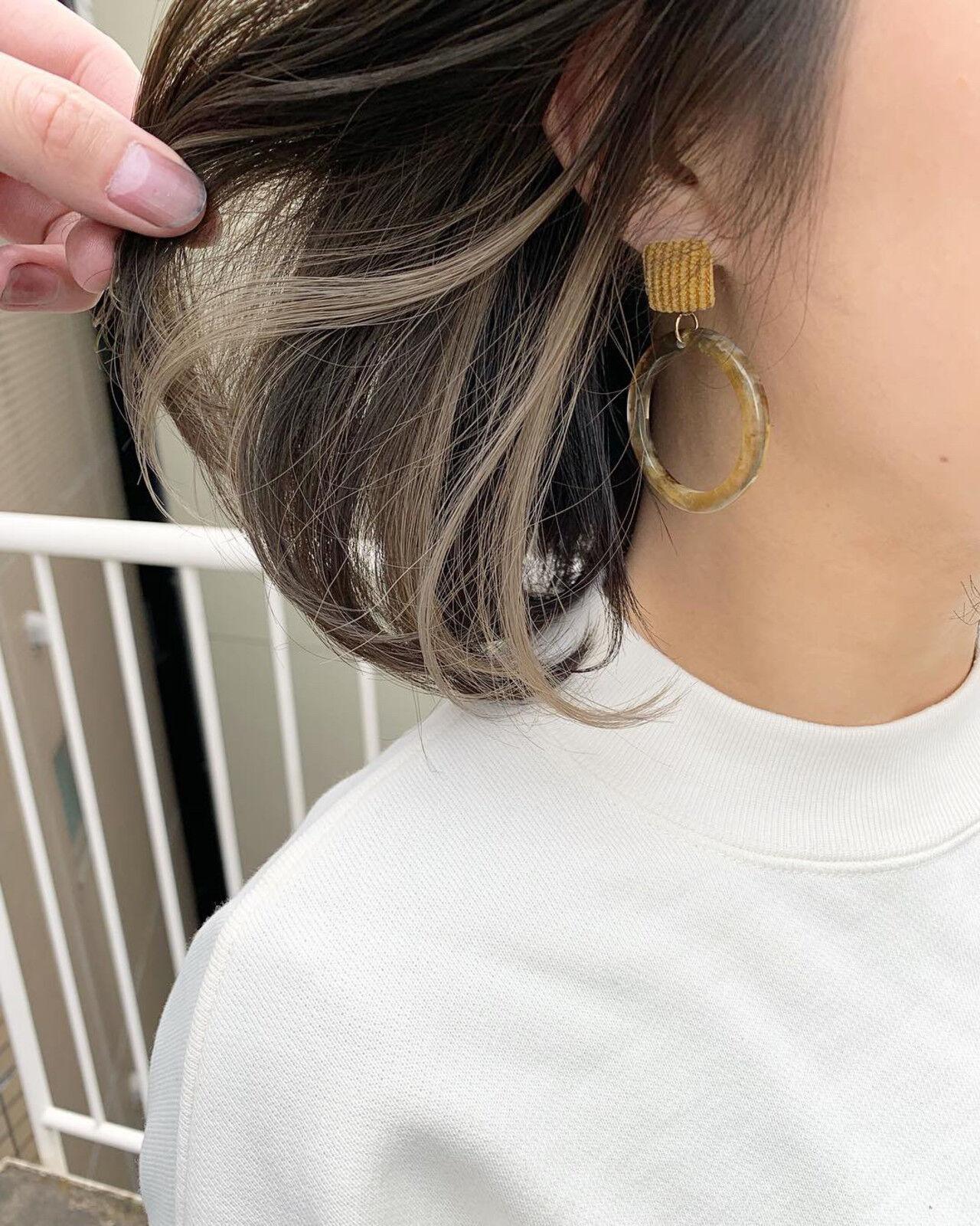 インナーカラー インナーカラーホワイト オリーブアッシュ オリーブカラーヘアスタイルや髪型の写真・画像