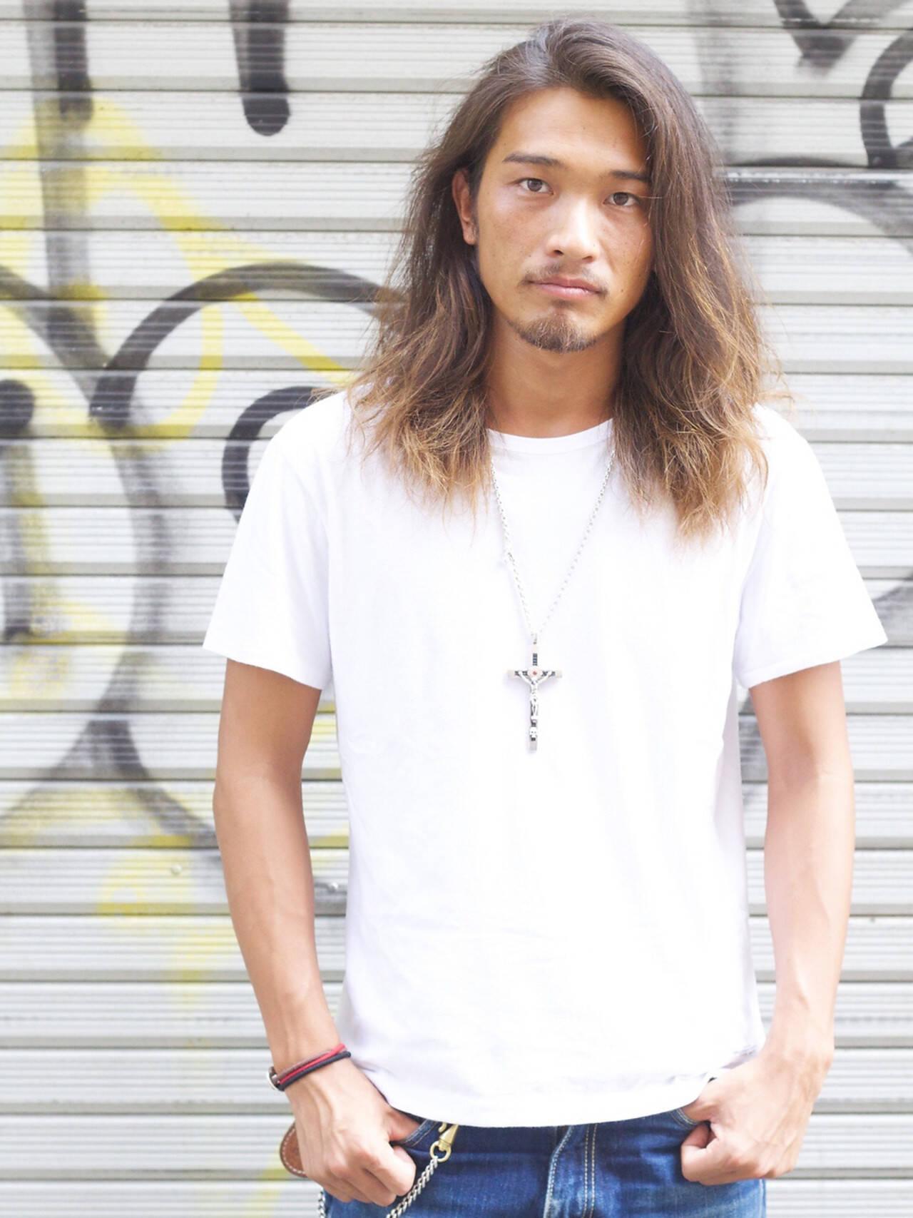 ロング 黒髪 メンズ ストリートヘアスタイルや髪型の写真・画像