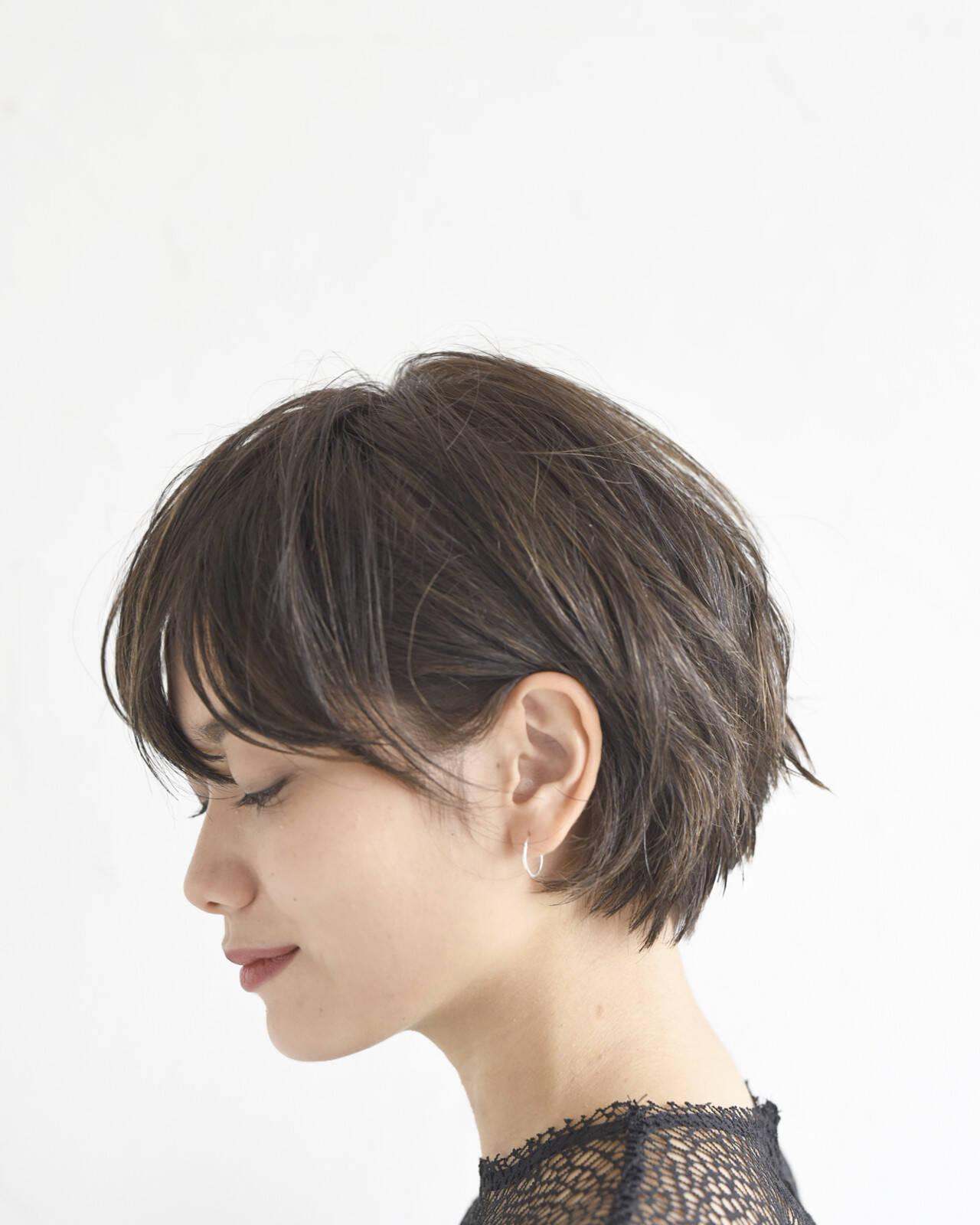 オフィス ショートボブ モード パーマヘアスタイルや髪型の写真・画像