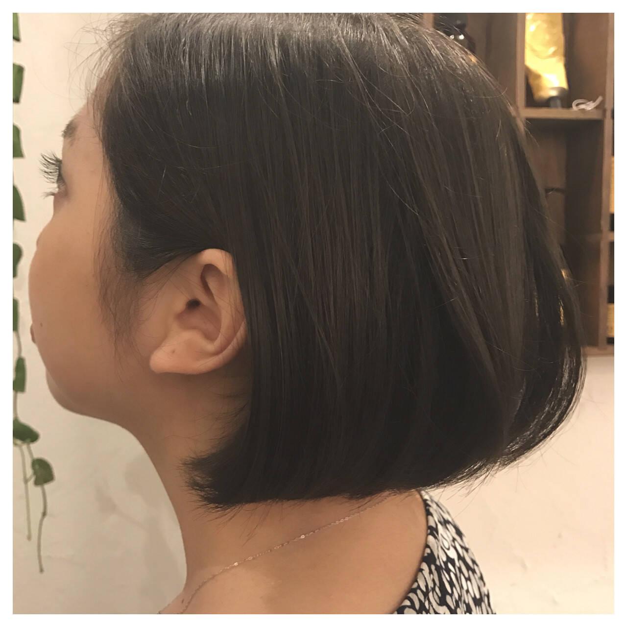 オフィス 黒髪 小顔 リラックスヘアスタイルや髪型の写真・画像