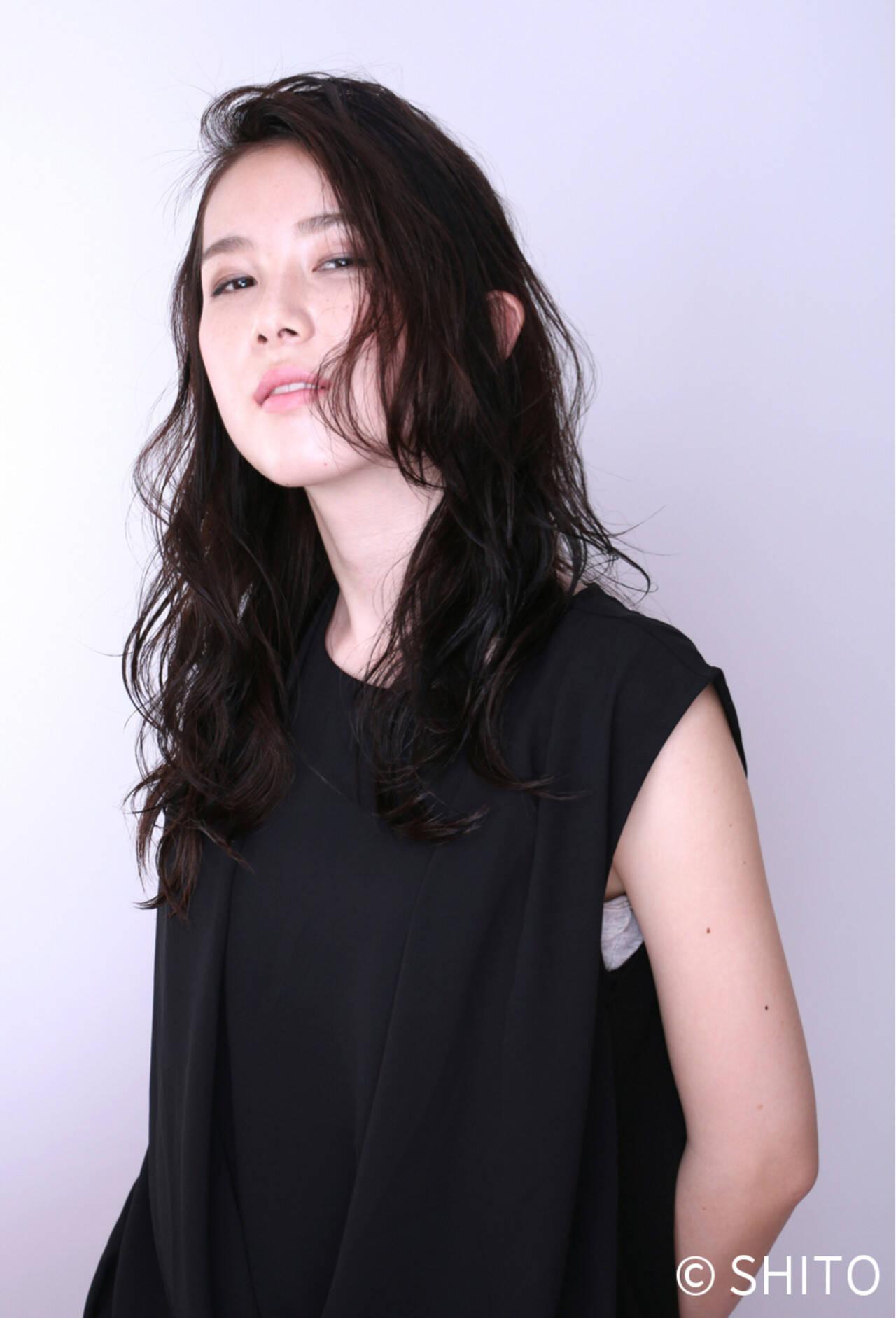 暗髪 ストリート 外国人風 パーマヘアスタイルや髪型の写真・画像