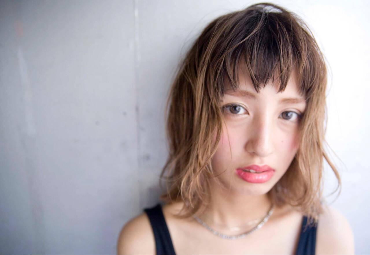 グラデーションカラー 外国人風 前髪あり ミディアムヘアスタイルや髪型の写真・画像