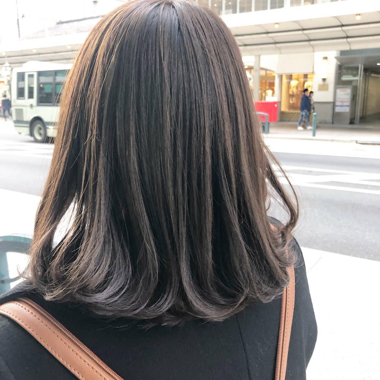 ナチュラル ミディアム スモーキーカラー イルミナカラーヘアスタイルや髪型の写真・画像