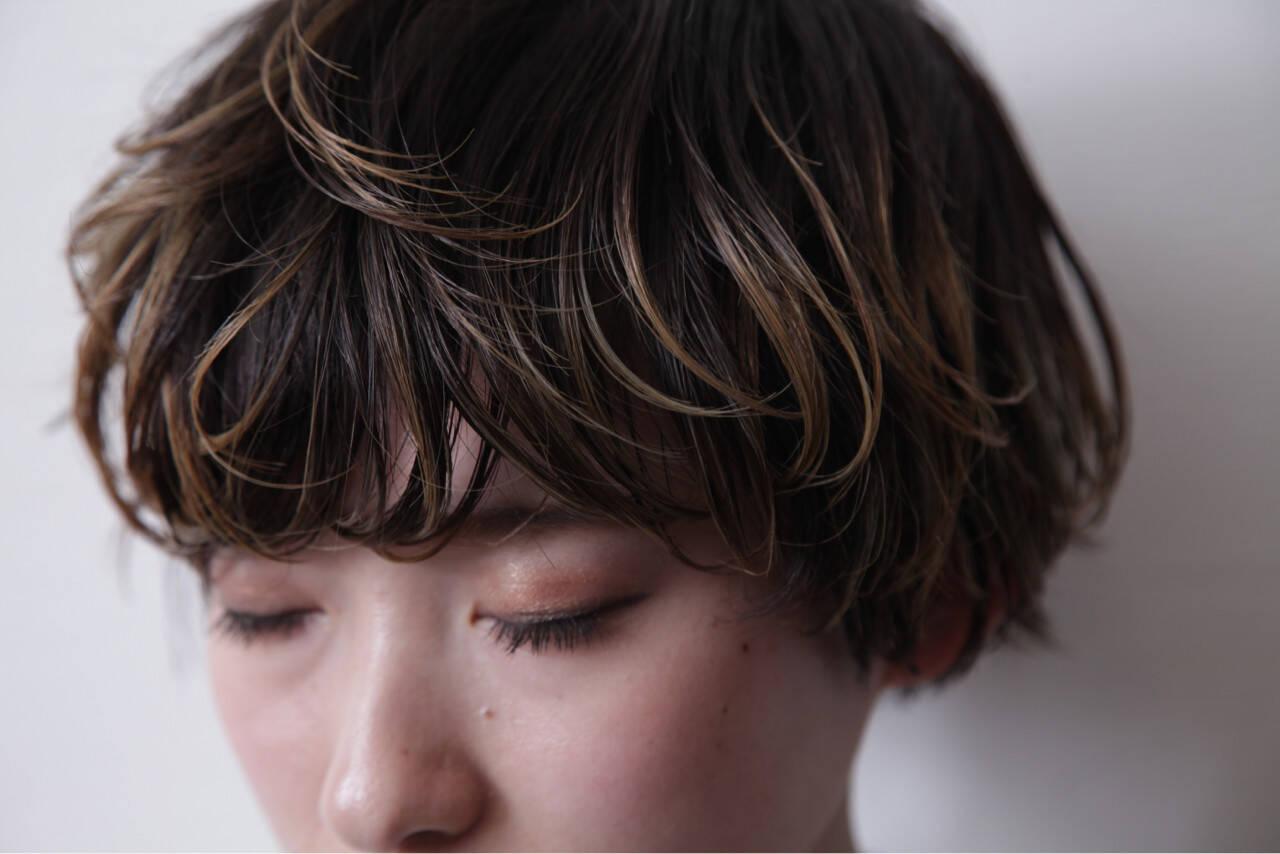 アッシュ モード ブリーチ ショートヘアスタイルや髪型の写真・画像