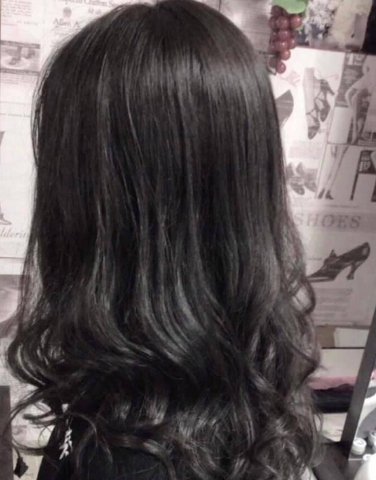 フェミニン アッシュグレージュ 外国人風カラー ラベンダーグレージュヘアスタイルや髪型の写真・画像
