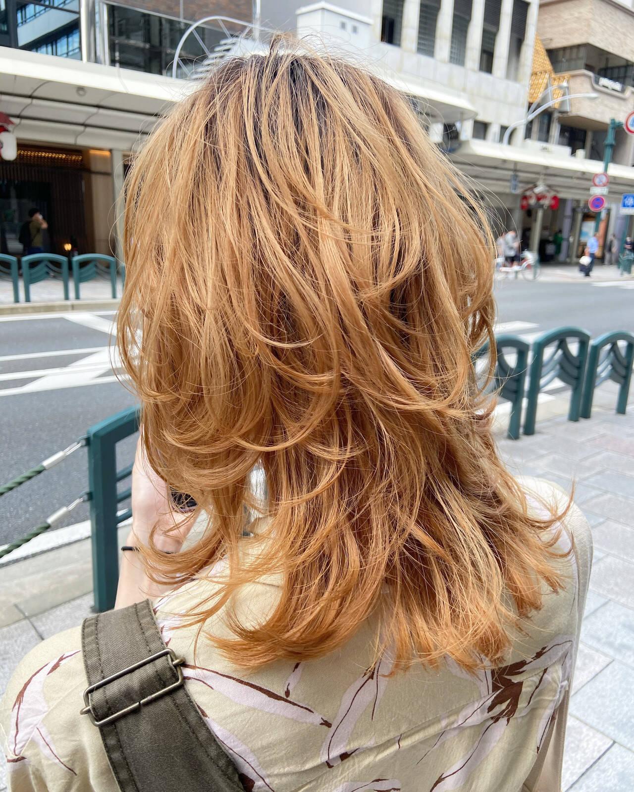 ミディアム ウルフカット ニュアンスウルフ ナチュラルヘアスタイルや髪型の写真・画像