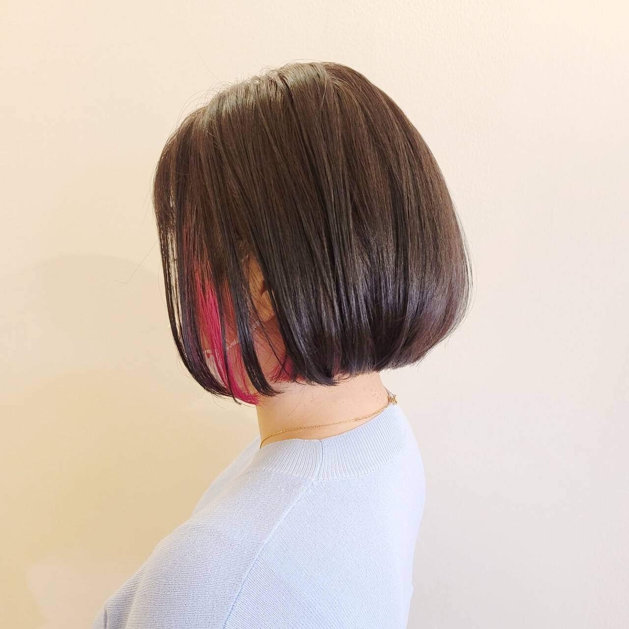 切りっぱなしボブ インナーカラー モード ミニボブヘアスタイルや髪型の写真・画像