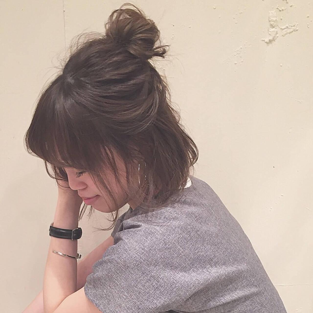 女子会 お団子 リラックス ゆるふわヘアスタイルや髪型の写真・画像