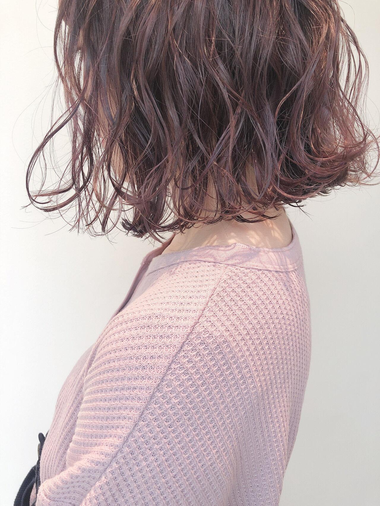 ラベンダーアッシュ ボブ 外ハネボブ ピンクラベンダーヘアスタイルや髪型の写真・画像