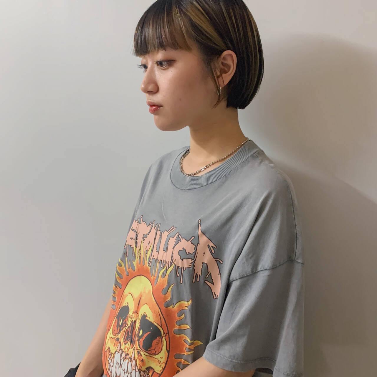 インナーカラー ショートボブ フェス ブリーチカラーヘアスタイルや髪型の写真・画像