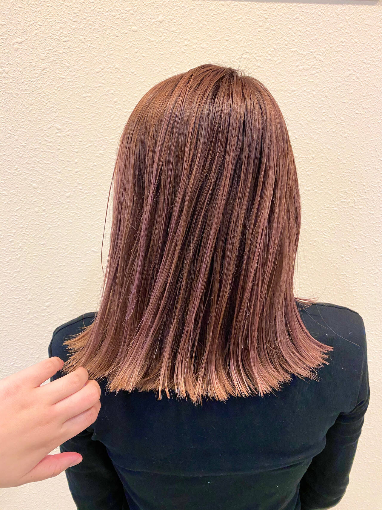 ピンクベージュ ナチュラル 極細ハイライト セミロングヘアスタイルや髪型の写真・画像