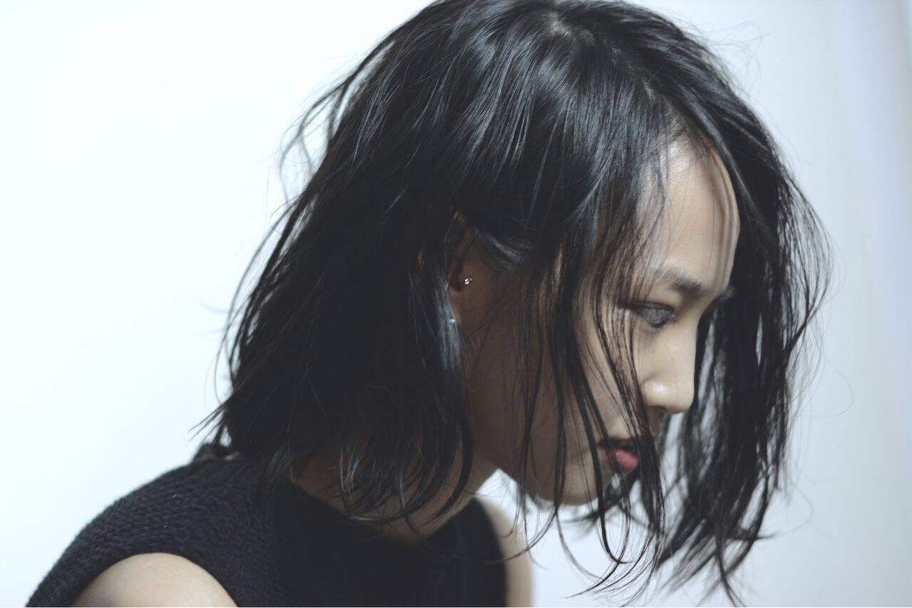 ウェットヘア 卵型 黒髪 ストリートヘアスタイルや髪型の写真・画像