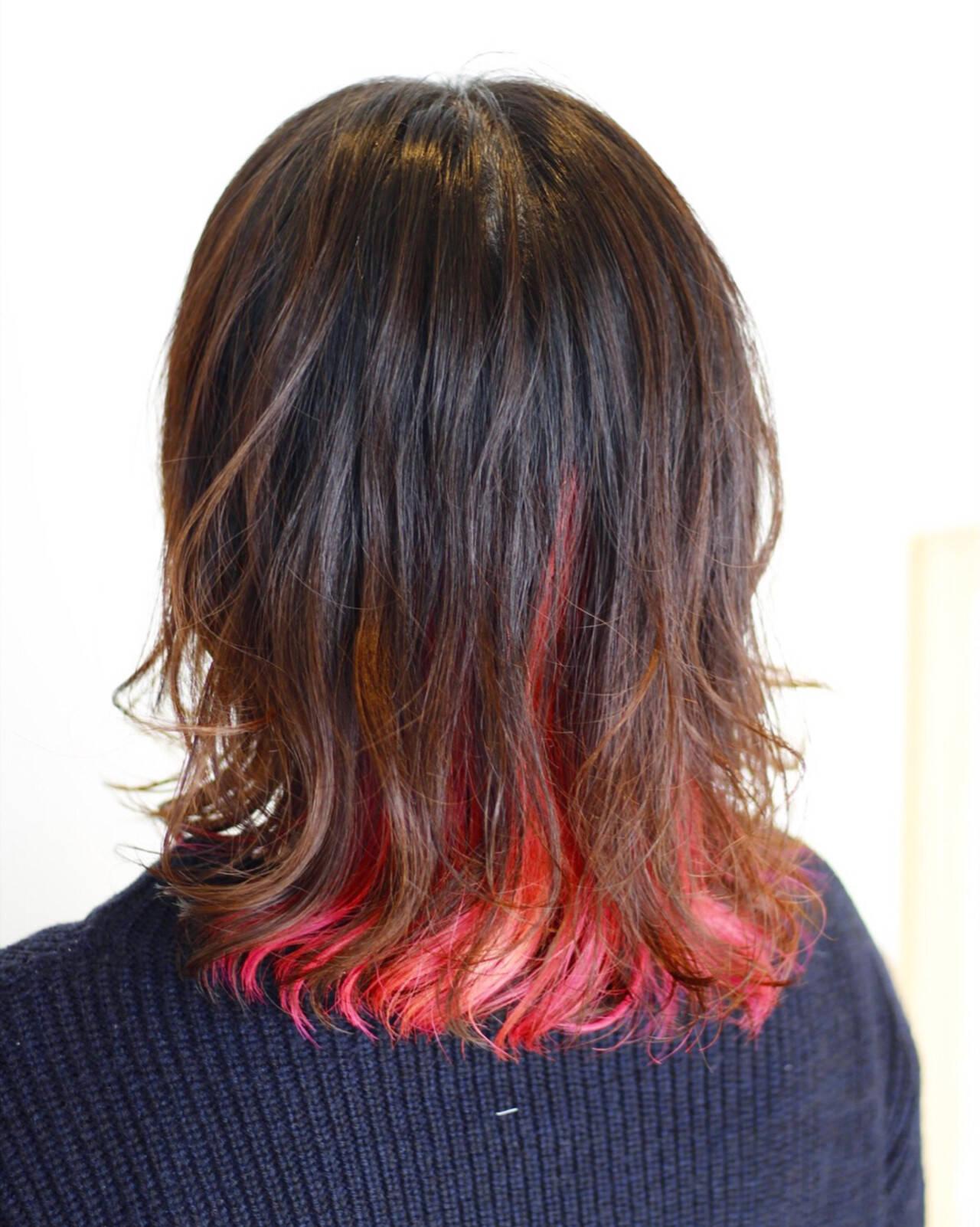 ストリート ガーリー レッド インナーカラーヘアスタイルや髪型の写真・画像