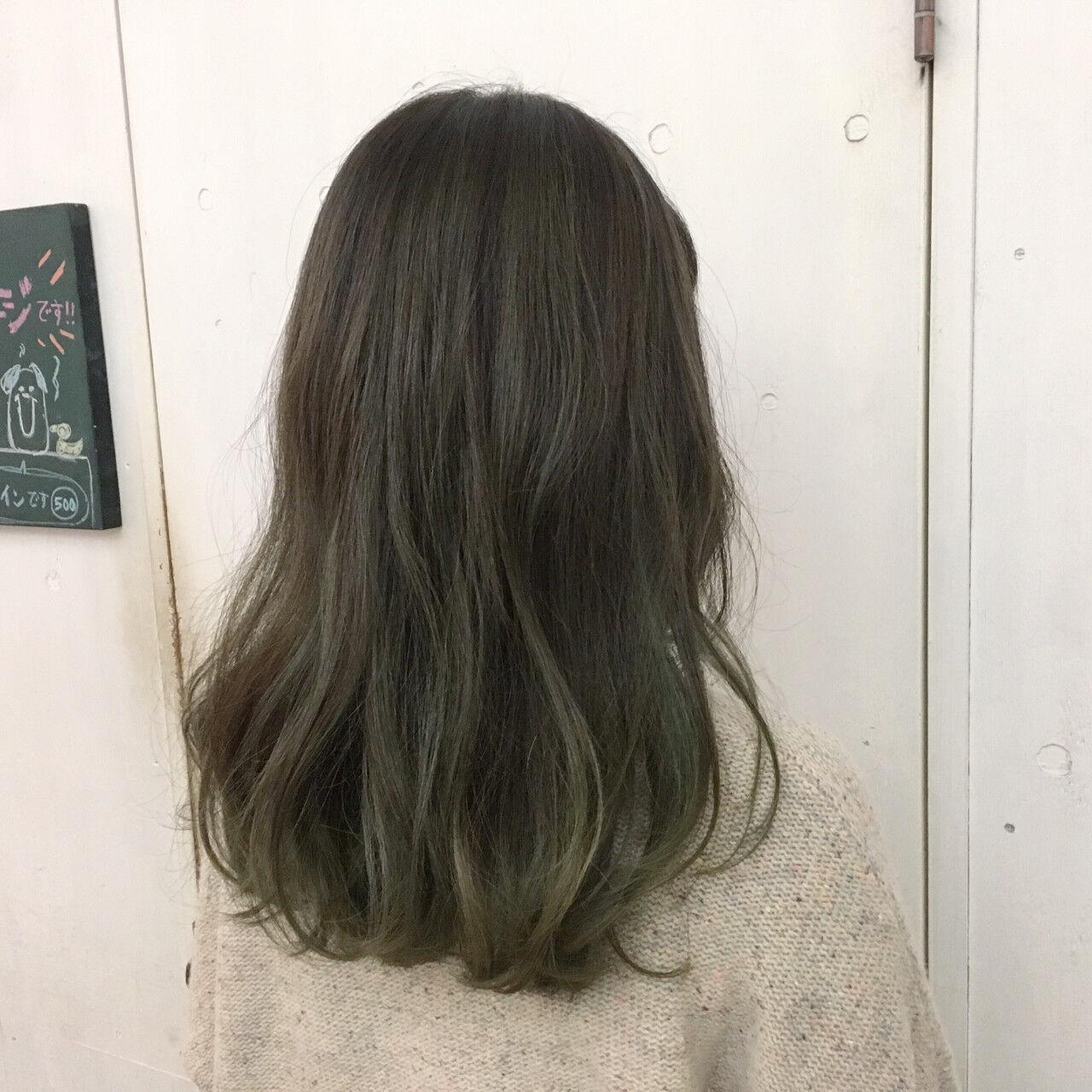 セミロング グレージュ ハイトーン マットヘアスタイルや髪型の写真・画像
