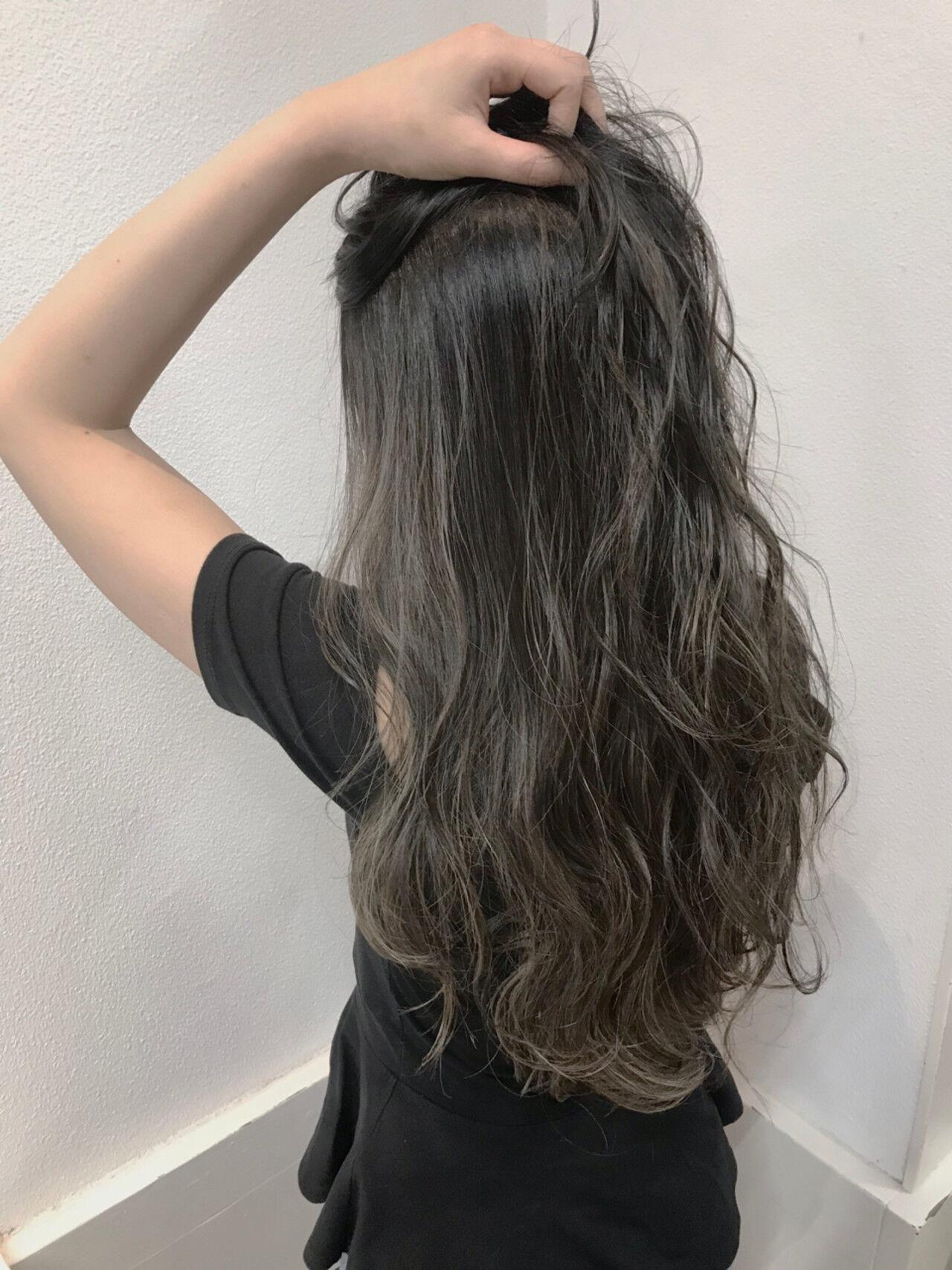 グレージュ ハイライト 上品 透明感ヘアスタイルや髪型の写真・画像