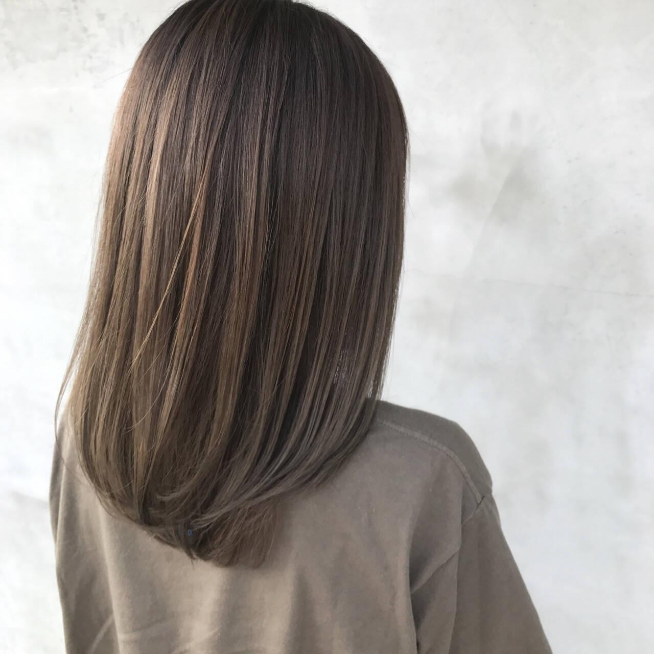 冬 デート ナチュラル グレージュヘアスタイルや髪型の写真・画像
