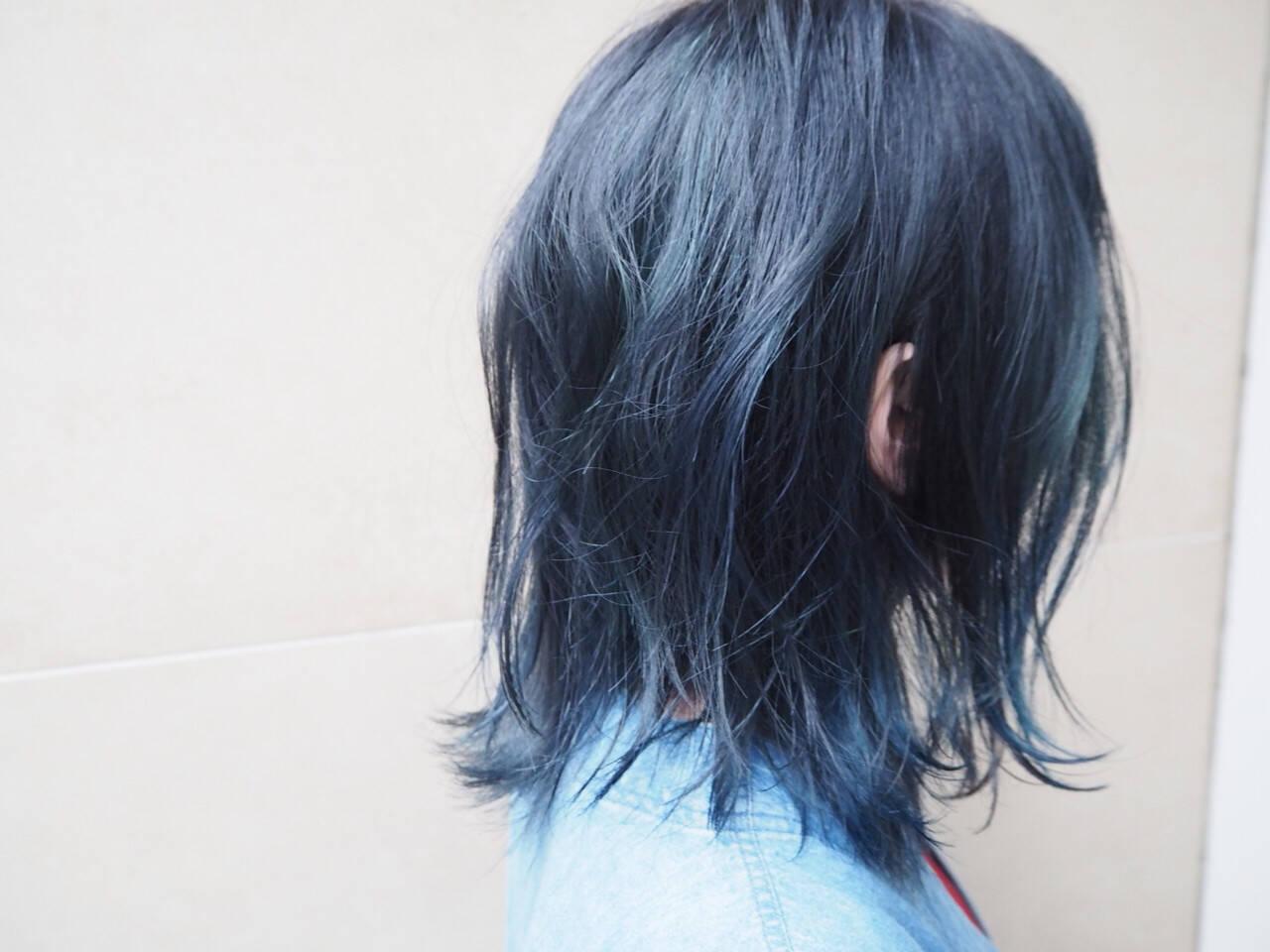 ネイビー ブリーチ ブルージュ ミディアムヘアスタイルや髪型の写真・画像