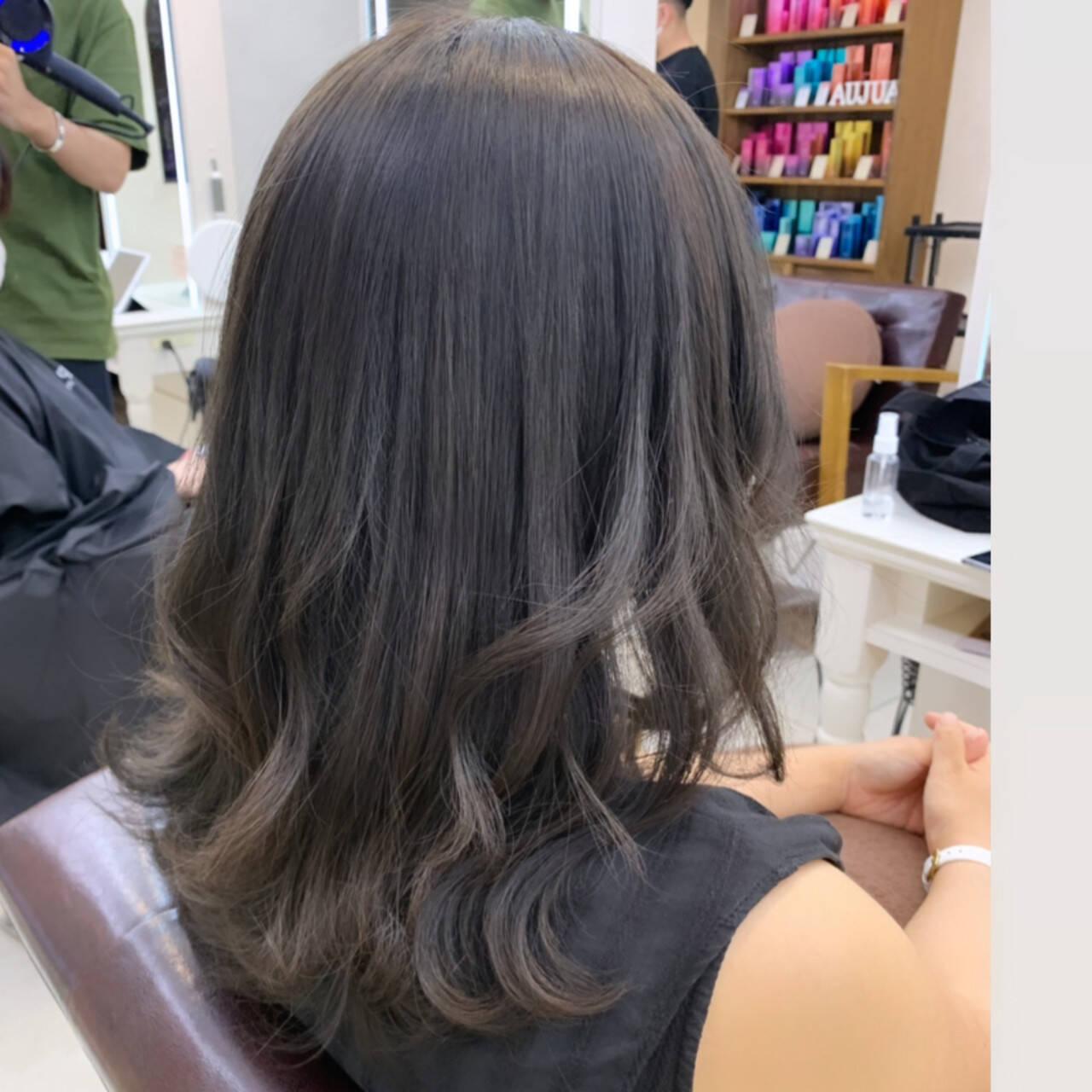 グレージュ デート ミディアム モテ髪ヘアスタイルや髪型の写真・画像