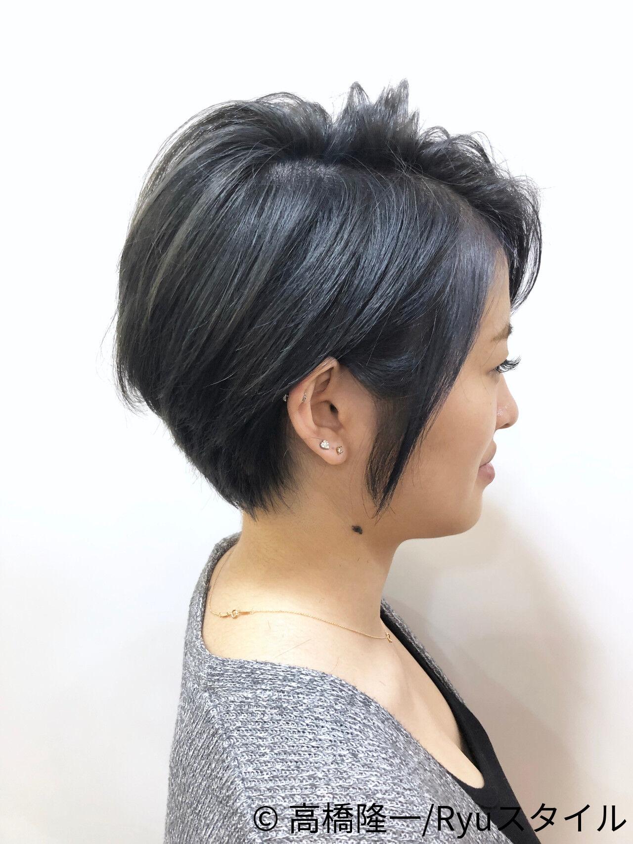 ショート モード ダークグレー 透明感カラーヘアスタイルや髪型の写真・画像