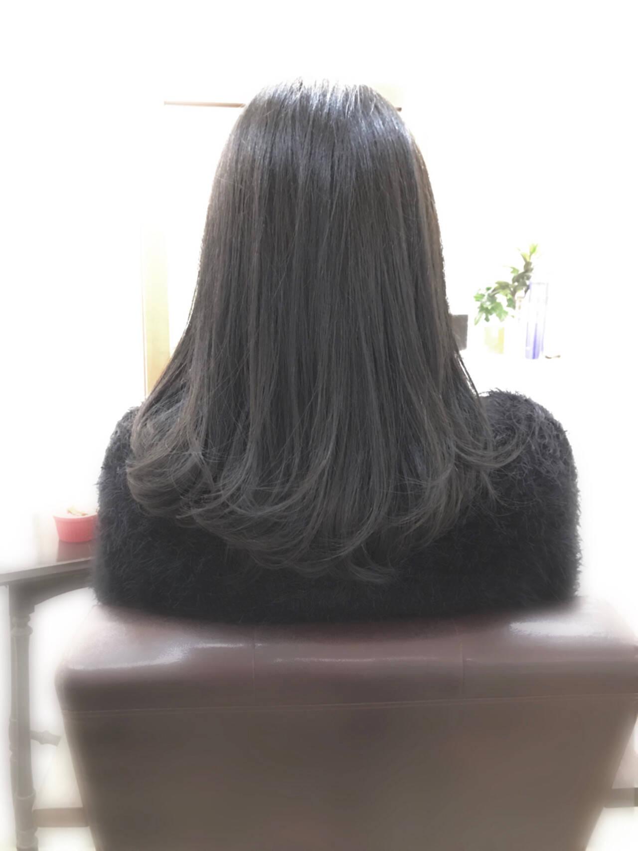 アッシュ パープル ナチュラル グレーアッシュヘアスタイルや髪型の写真・画像