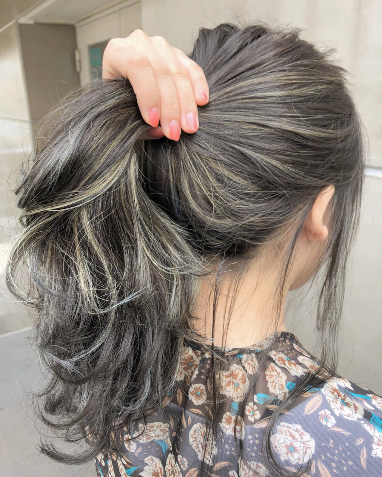 グレージュ ハイライト ナチュラル グラデーションカラーヘアスタイルや髪型の写真・画像