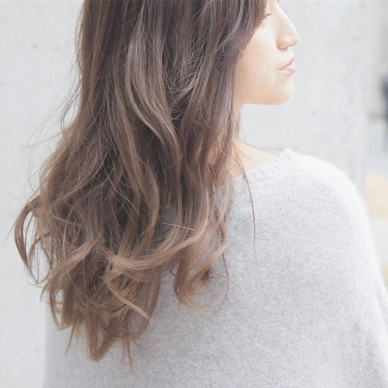 ロング 外国人風 ゆるふわ アッシュグレージュヘアスタイルや髪型の写真・画像