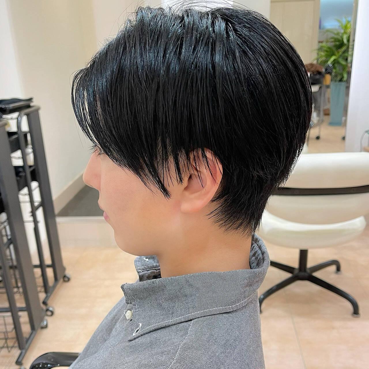 センターパート ハンサムショート ツーブロック メンズヘアスタイルや髪型の写真・画像