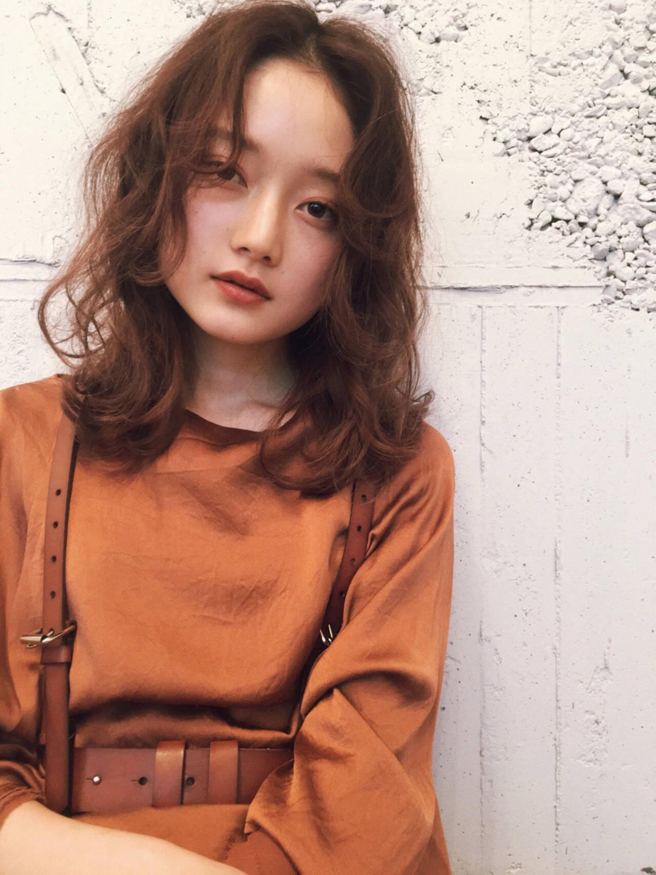マッシュ アンニュイ ミディアム ナチュラルヘアスタイルや髪型の写真・画像