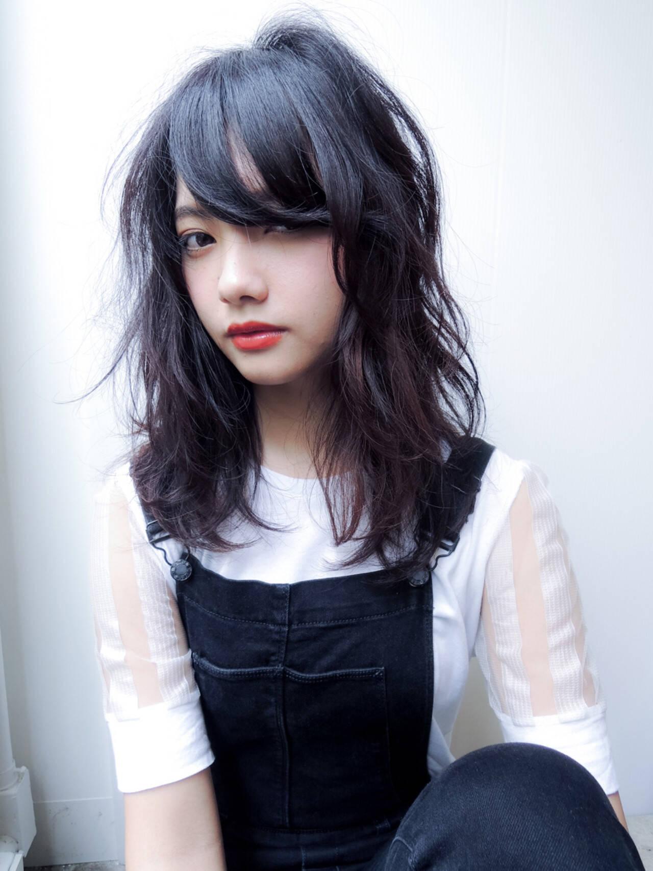 暗髪 パーマ 外国人風 グラデーションカラーヘアスタイルや髪型の写真・画像