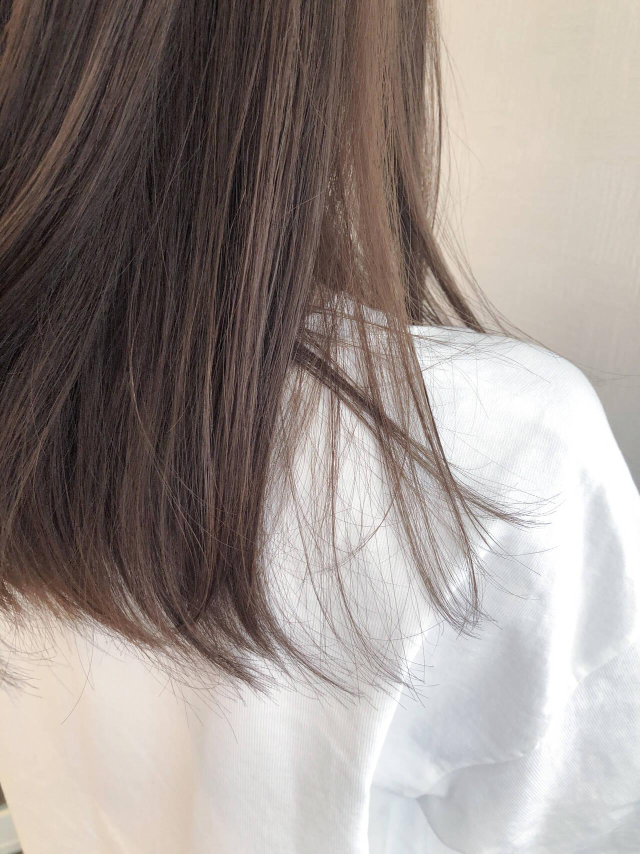 アッシュグレージュ セミロング ナチュラル ミルクティーグレージュヘアスタイルや髪型の写真・画像