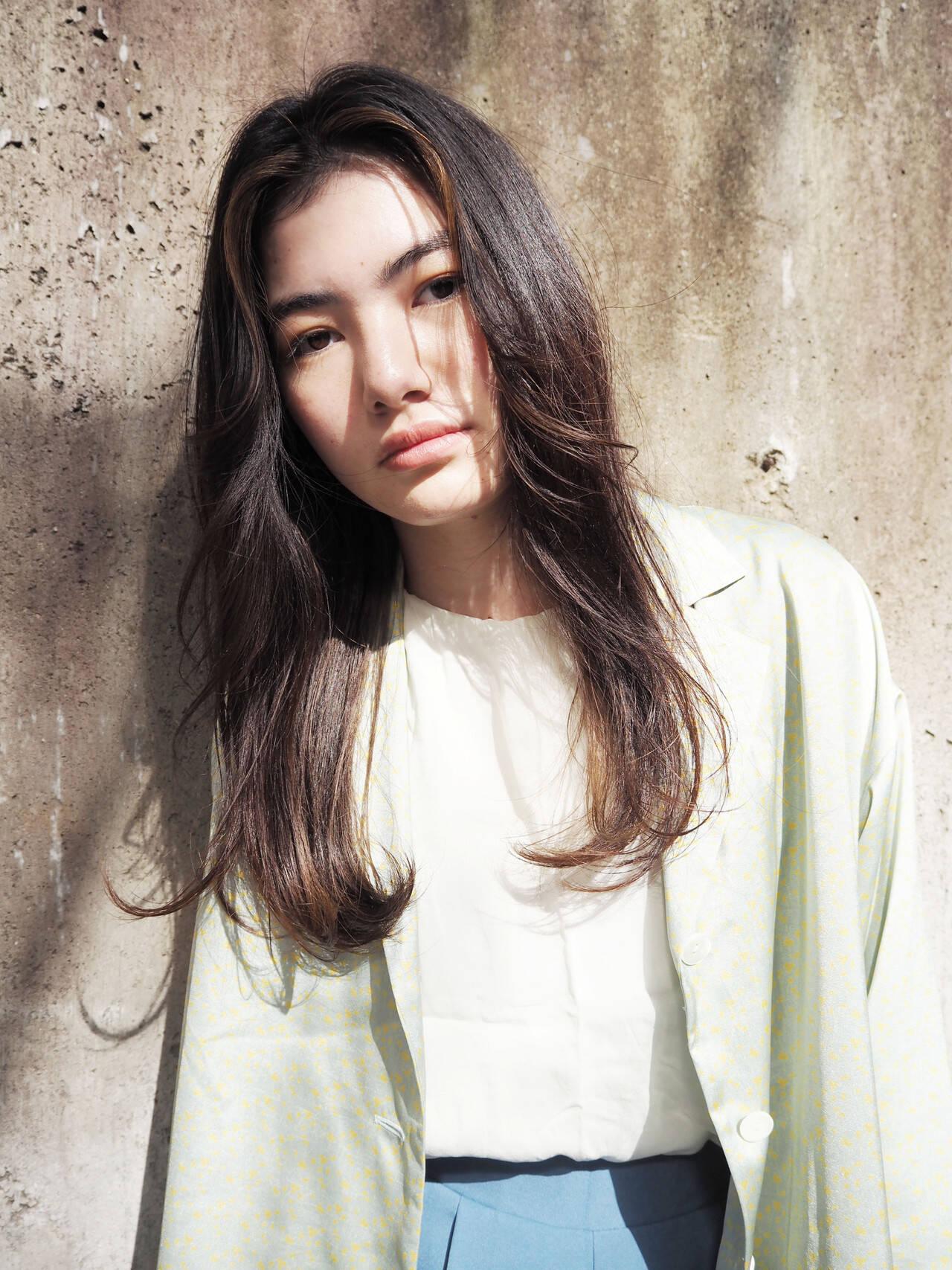 インナーカラー ハイライト 透明感カラー ブリーチヘアスタイルや髪型の写真・画像