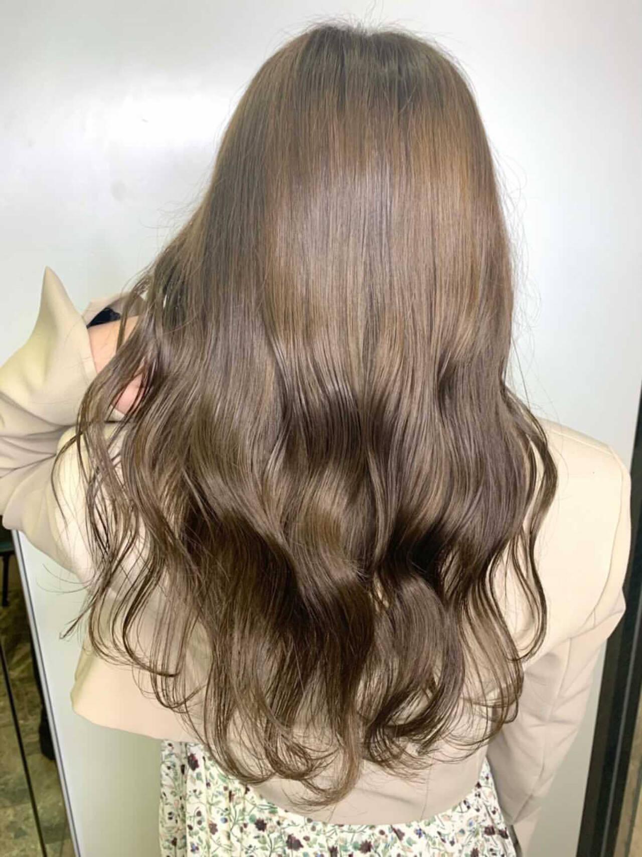 ナチュラル 透明感カラー グレージュ シアーベージュヘアスタイルや髪型の写真・画像