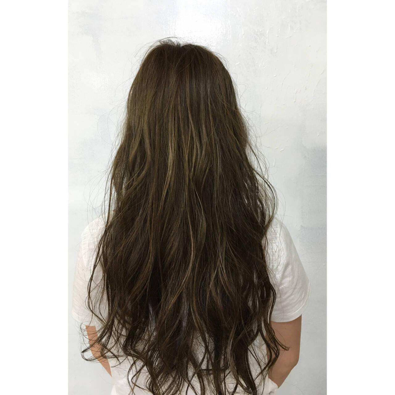 ゆるふわ ロング ハイライト ナチュラルヘアスタイルや髪型の写真・画像
