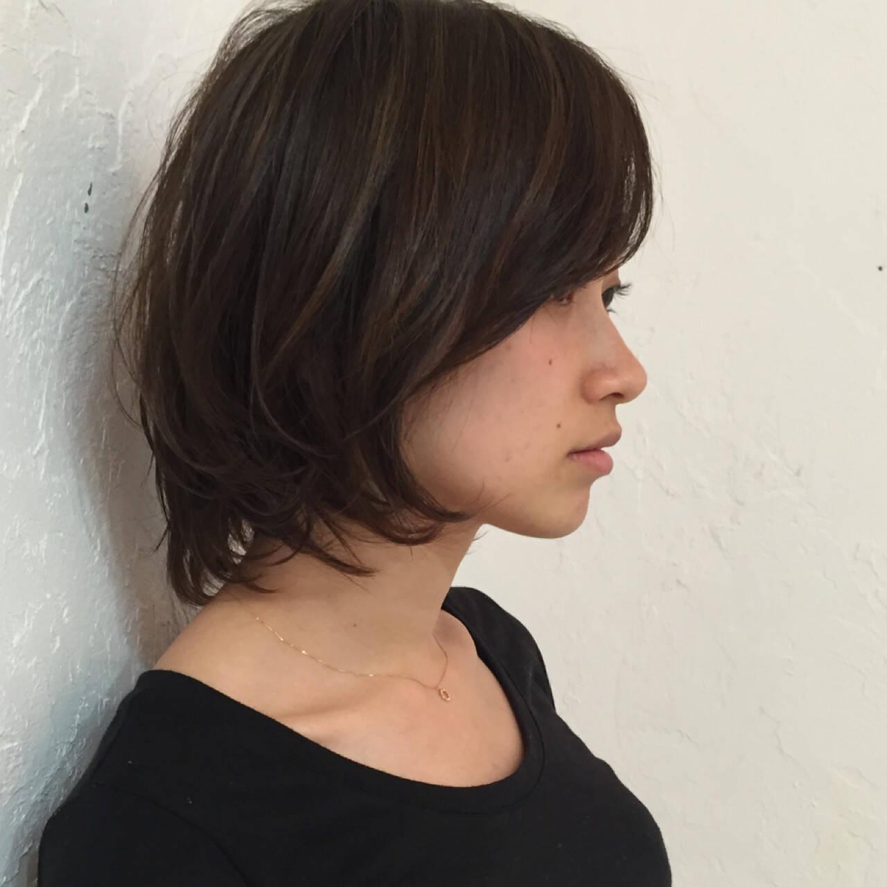 暗髪 アッシュ アッシュグレージュ ハイライトヘアスタイルや髪型の写真・画像