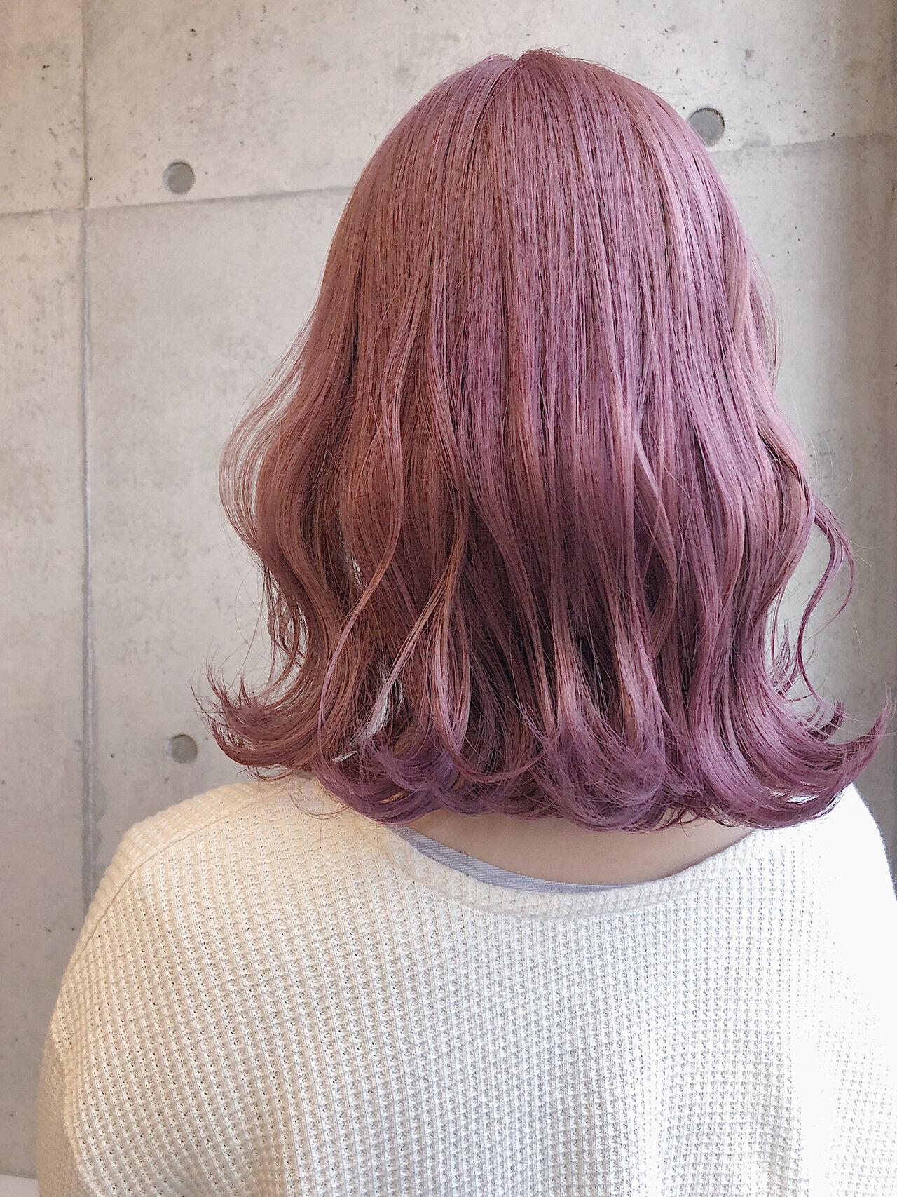 ピンクベージュ ピンクカラー 切りっぱなしボブ ピンクラベンダーヘアスタイルや髪型の写真・画像