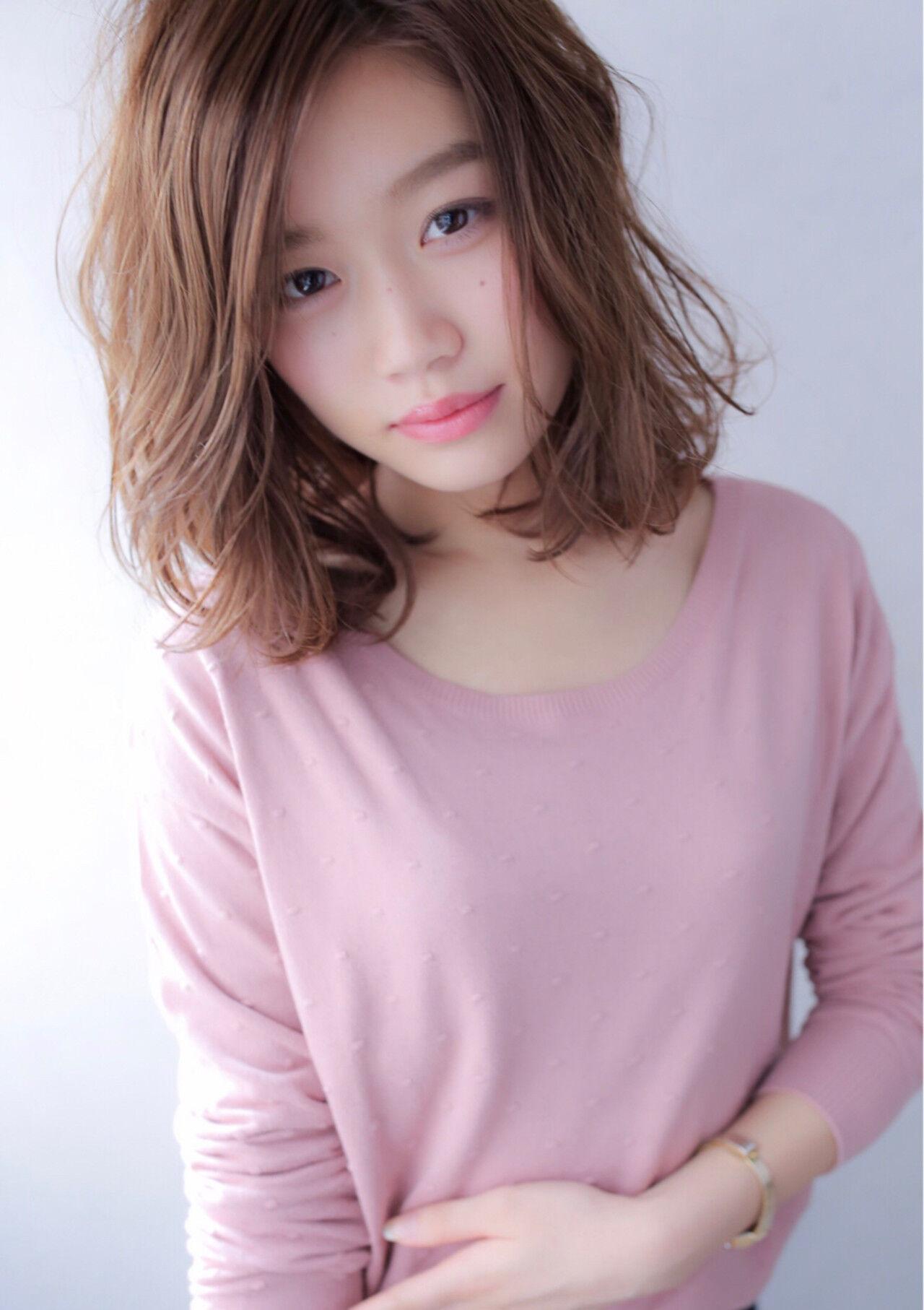 小顔 フェミニン ミディアム 大人女子ヘアスタイルや髪型の写真・画像