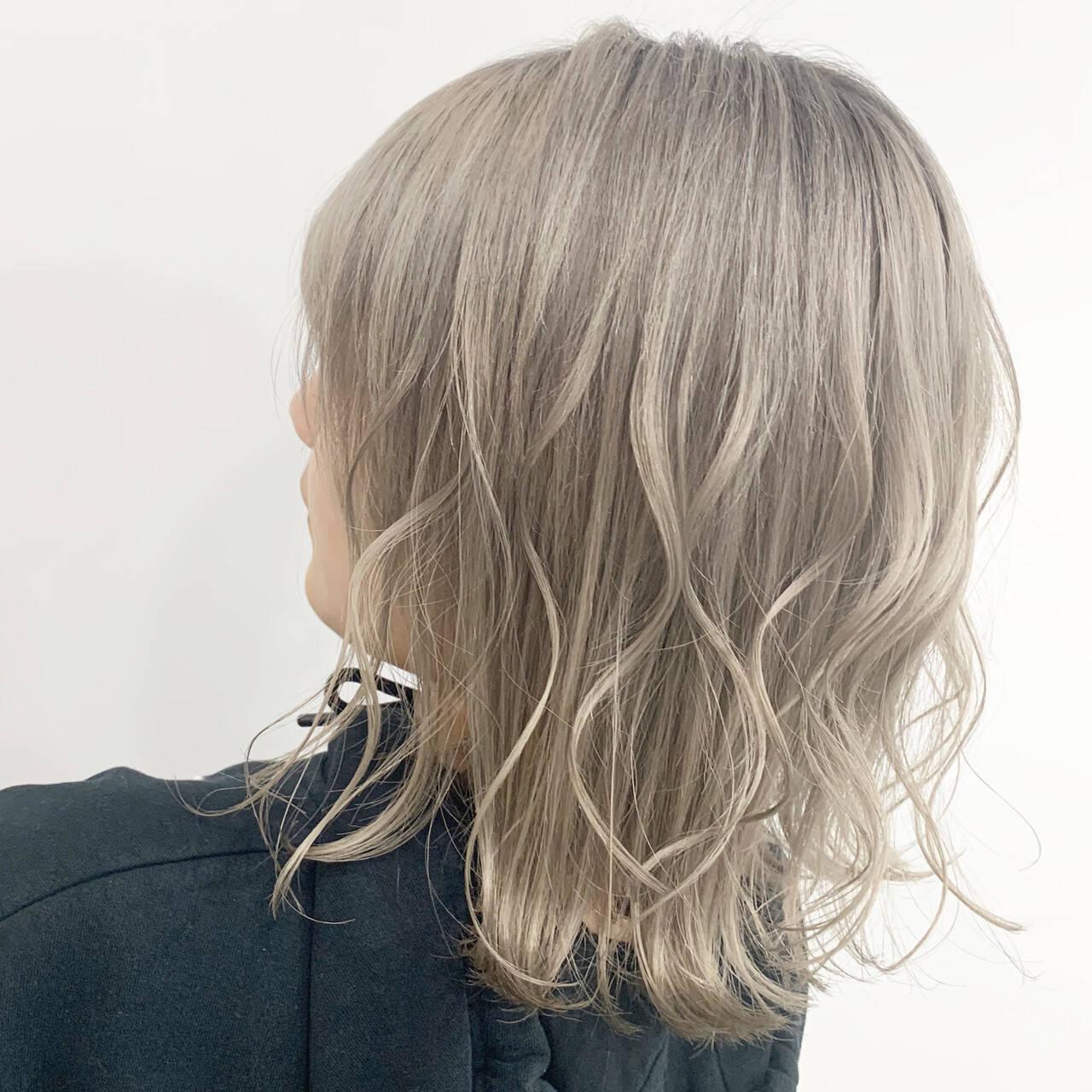ブリーチ ハイトーン ホワイトグレージュ ストリートヘアスタイルや髪型の写真・画像