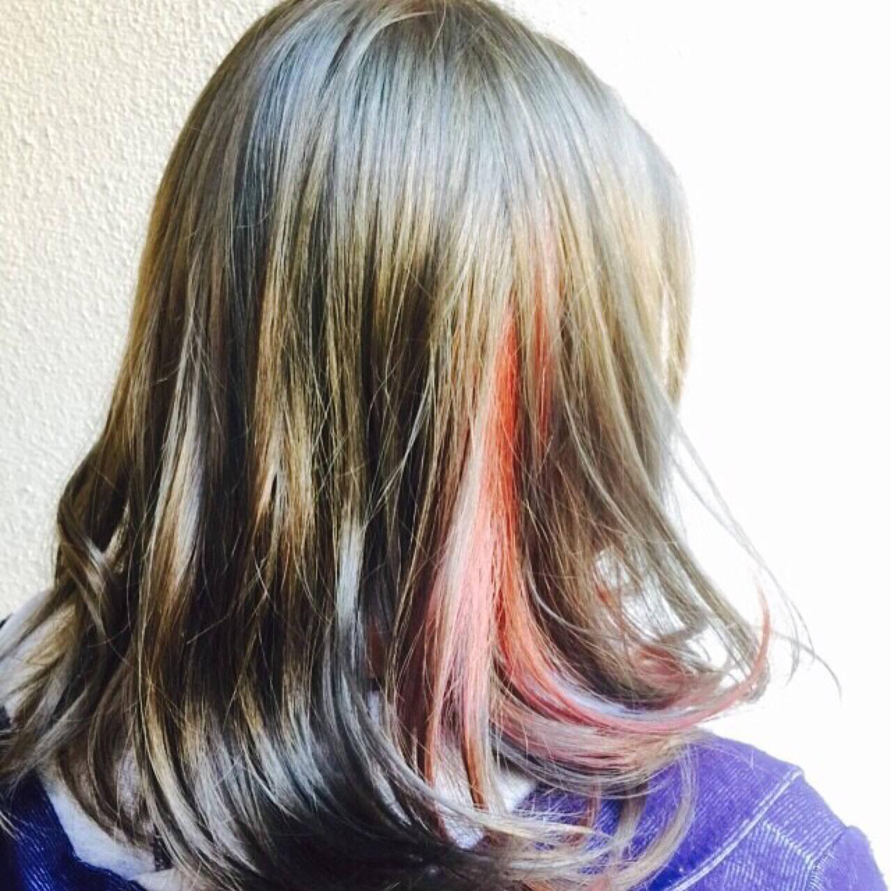 アッシュ インナーカラー ミディアム 外国人風ヘアスタイルや髪型の写真・画像