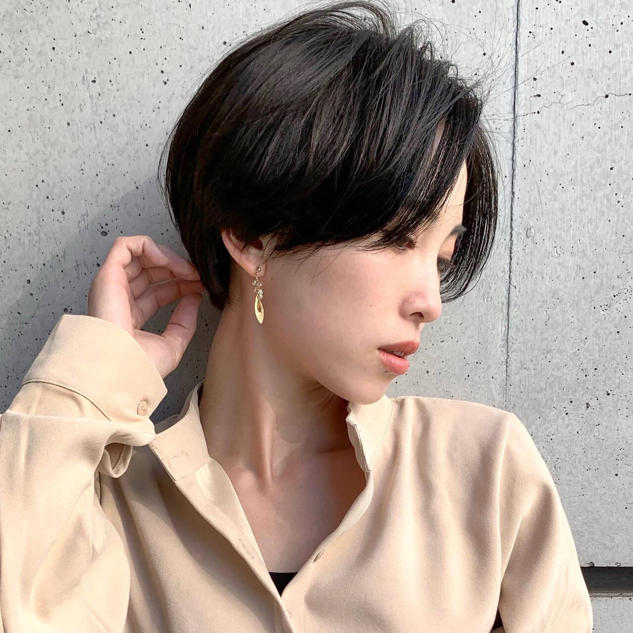 お手入れ簡単!! ハンサムショート 暗髪女子 ナチュラルヘアスタイルや髪型の写真・画像