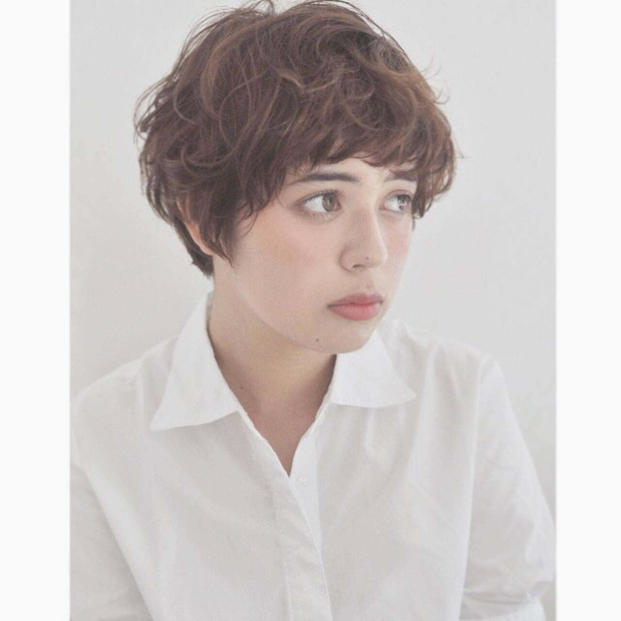 外国人風 暗髪 マッシュ 透明感ヘアスタイルや髪型の写真・画像