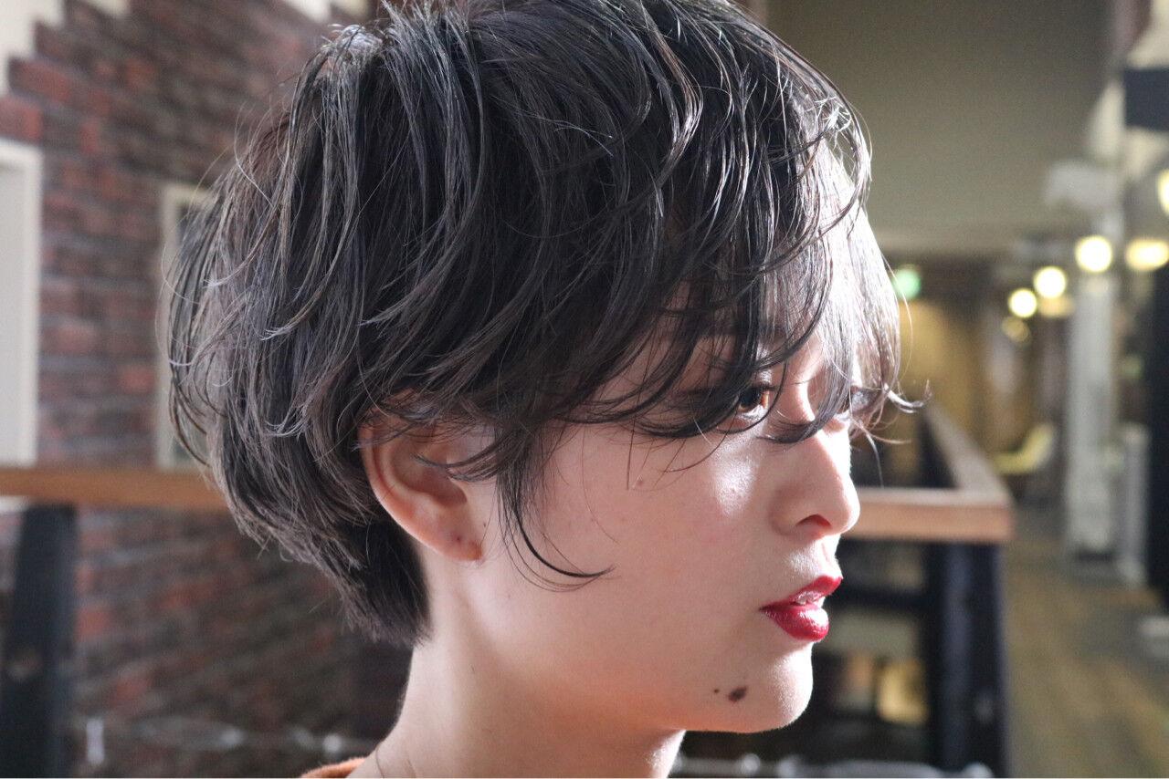 パーマ ナチュラル ショート アンニュイほつれヘアヘアスタイルや髪型の写真・画像