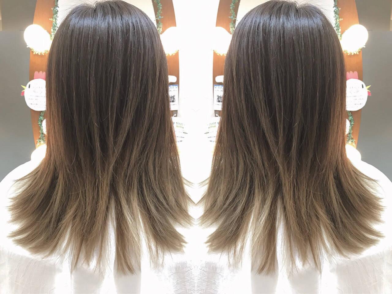 アッシュグレー アッシュ ハイライト グラデーションカラーヘアスタイルや髪型の写真・画像
