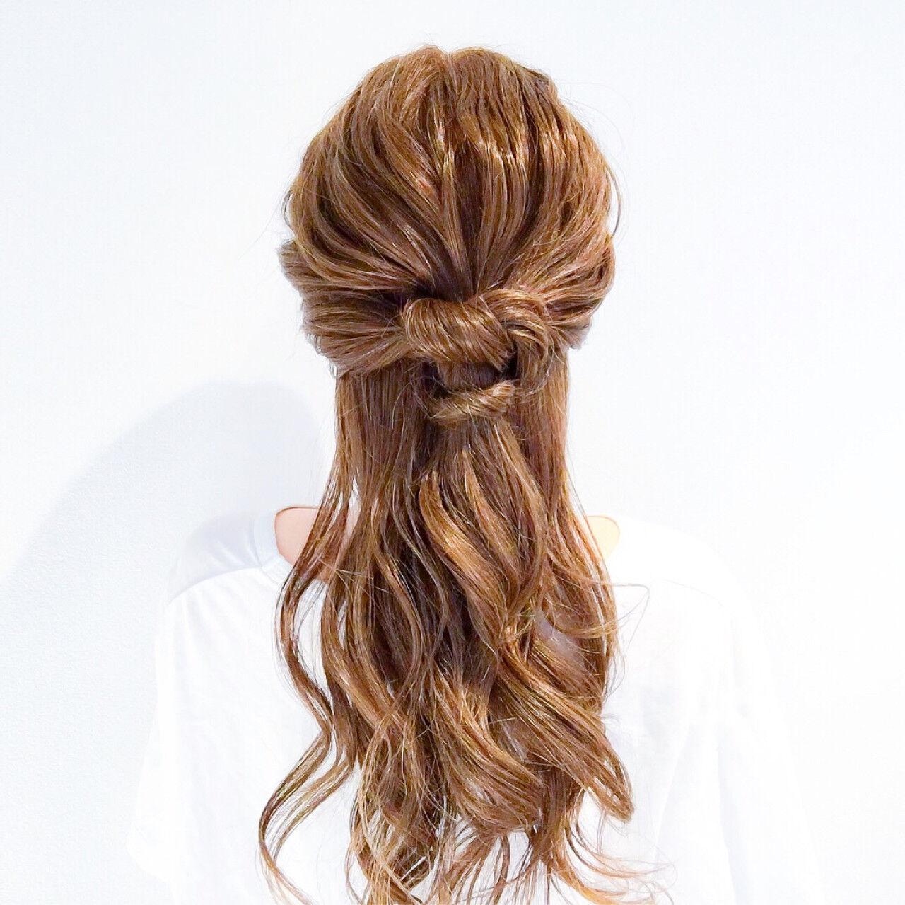 フェミニン ヘアアレンジ ショート オフィスヘアスタイルや髪型の写真・画像