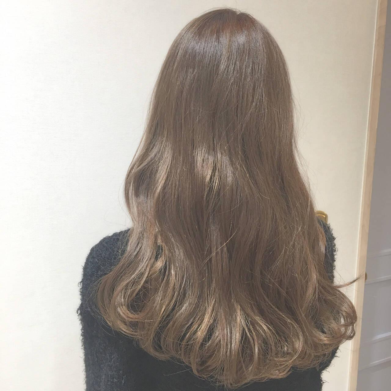 ベージュ ミルクティーベージュ ロング イルミナカラーヘアスタイルや髪型の写真・画像
