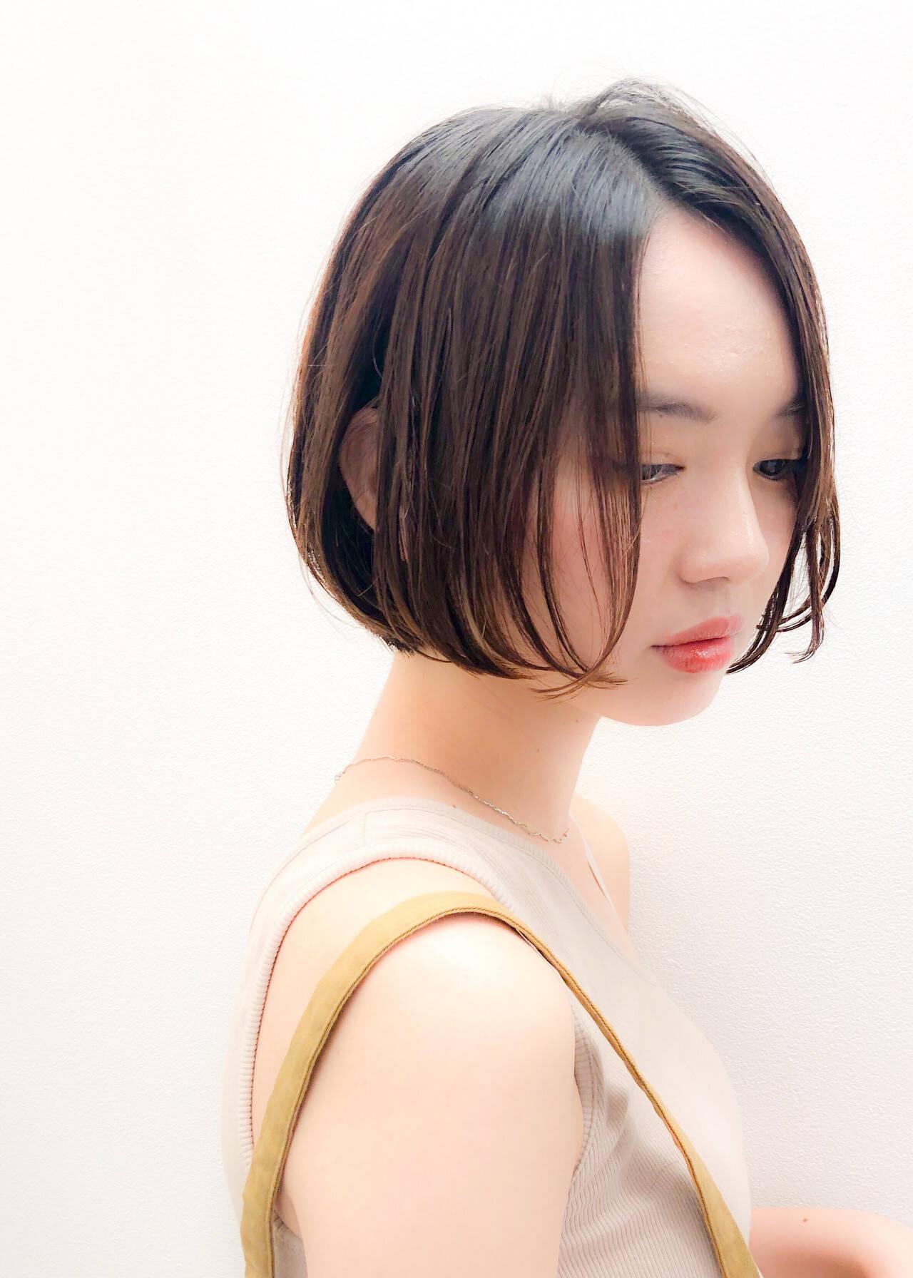 ミニボブ ショートボブ ナチュラル 切りっぱなしボブヘアスタイルや髪型の写真・画像