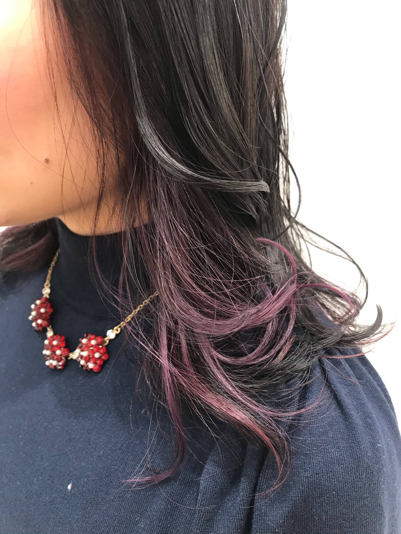 アクセサリーカラー インナーカラーパープル ガーリー ゆるふわヘアスタイルや髪型の写真・画像