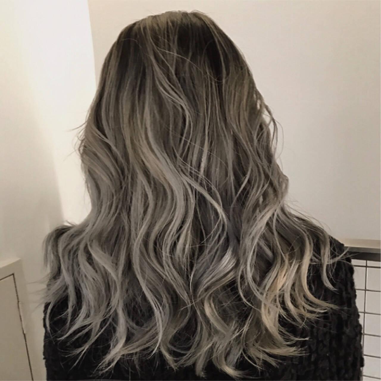 ロング ブリーチ ウェーブ グラデーションカラーヘアスタイルや髪型の写真・画像